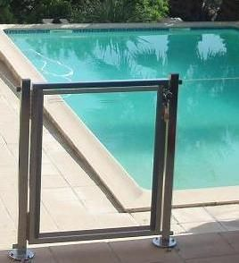 Les 25 meilleures id es de la cat gorie barriere piscine for Barriere piscine verre inox