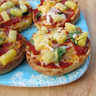 Rumbly In My Tumbly: English Muffin Mini-Pizzas (Ten Dollar Dinners)