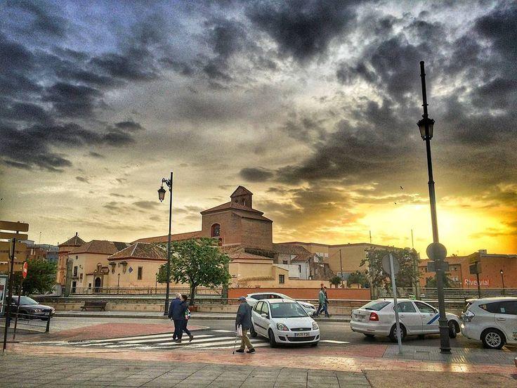 #malaga #málaga #españa #andalucia #vandalitia #spain #туризм #путешествие #отпуск #tourism #adventures #travel  #trip #tripadventures #малага #андалусия #испания���� #spanish #закат #вечер #sunset #city #urbansunset #sunsetinthecity http://tipsrazzi.com/ipost/1524924431947019606/?code=BUpnrEDhDVW