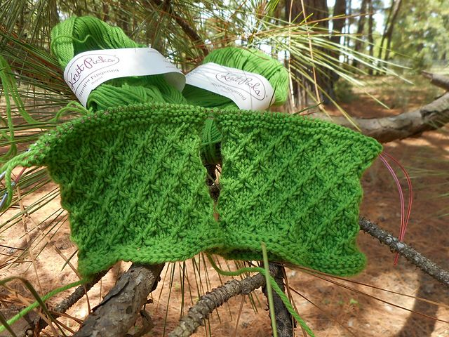 "Many thanks Mian for sharing the beautiful picture with us!  Welcome to participate in HiyaHiya Christmas Tree Fingerless Mitts - Free & Fun KAL_ Jul/Aug2017_A at http://www.ravelry.com/discuss/hiyahiya-patterns-kal/3643796/1-25  Lovely pattern! Thanks, Qianer!  Start date of Clue #1: 09 AUG 17  Completion date of Clue #1: 10 AUG 17  Completion date of finished project: Notes: HiyaHiya Sock Needle Interchangeables with 40"" cable, to work 2AAT, magic loop  Yarn: Knit Picks Stroll, color…"