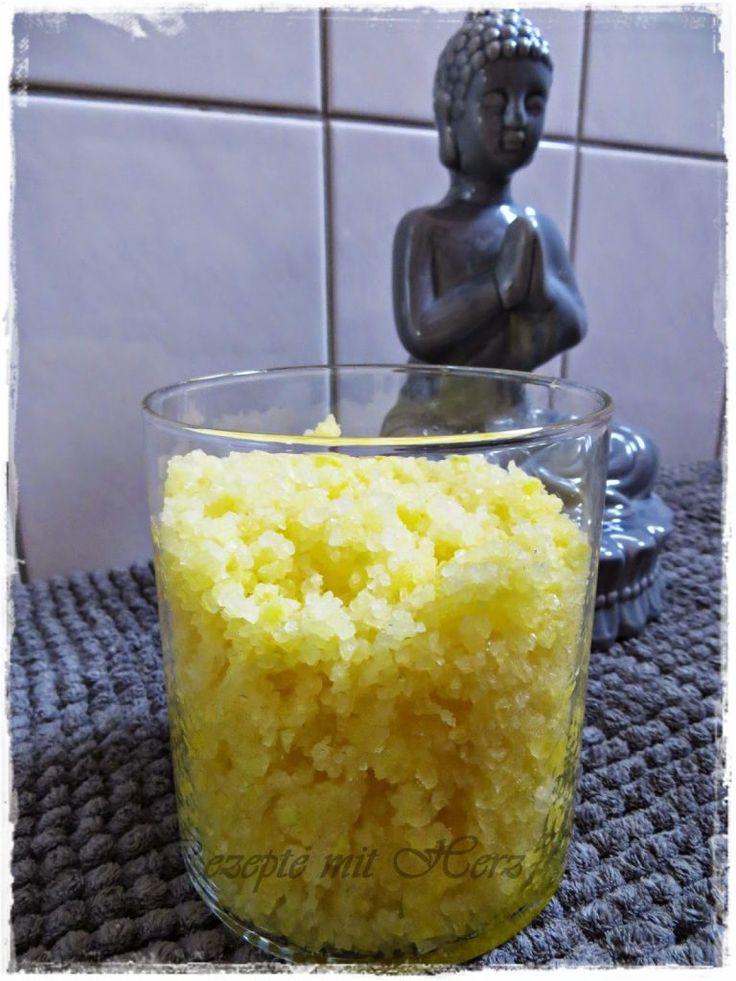 500 g totes Meer Badesalz oder einfaches grobes Meersalz Schale einer Bio-Zitrone 100 g Olivenöl Saft einer 1/2 Zitrone    Das Salz in den Mixtopf geben. Mit einem Sparschäler di…