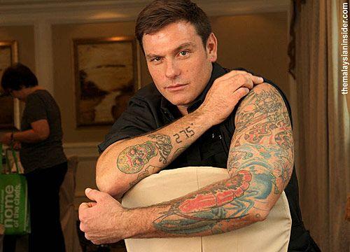 Namorado e Jamie Oliver que me perdoem, mas esse canadense penteadinho e tatuado que faz porções enormes de costelinha roubou meu coração <3