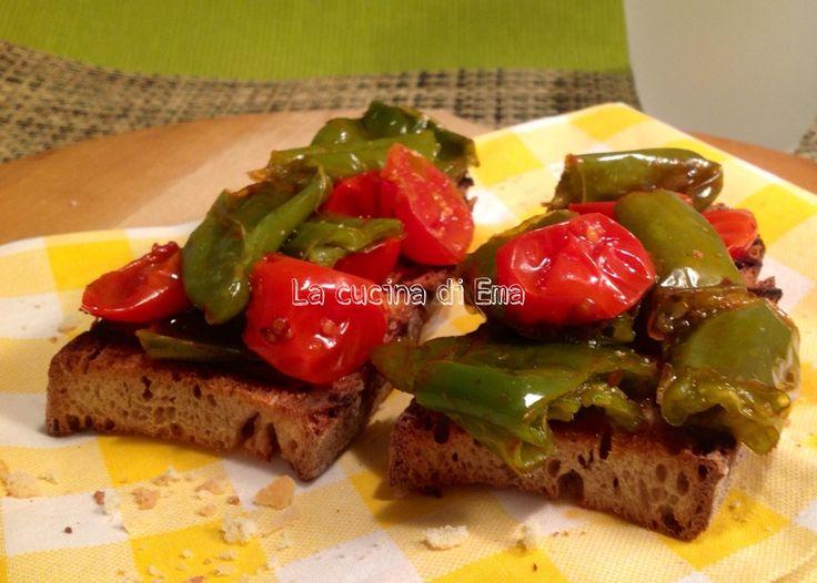 Bruschetta con friggitelli e pomodorini