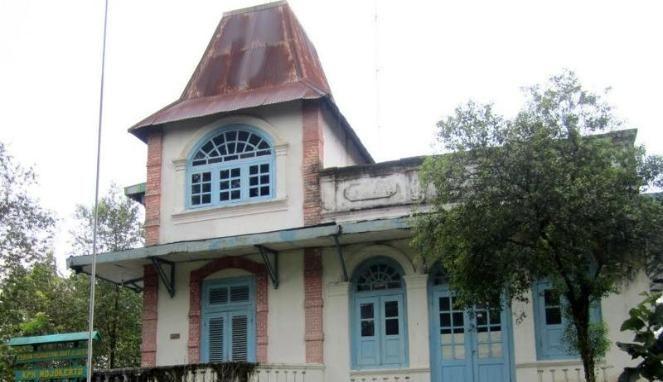 Melongok Isi Omah Duwur, Bangunan Tua di Lamongan