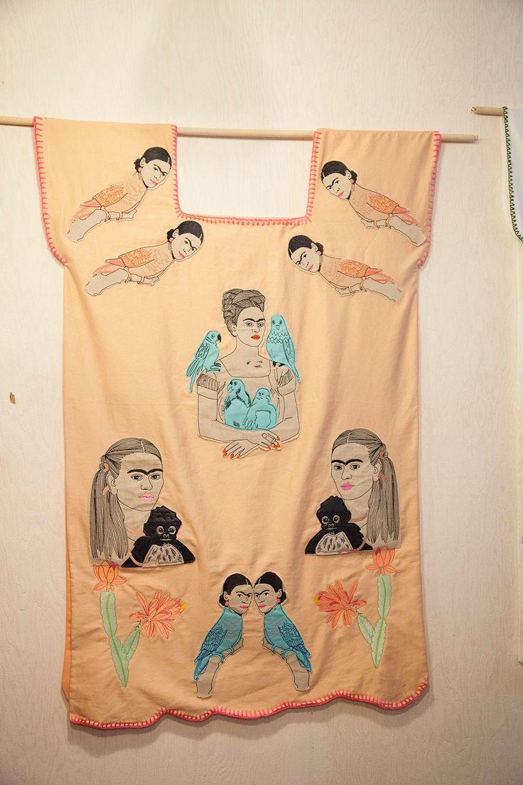 L'artiste textile Dionoski a créé un hommage à l'artiste mexicaine Frida Khalo en 8 robes-tableaux, et invité des créatrices à partager sa passion. Voici nos photos de la soirée qui se tenait, oh coïncidence, le jour du 5 de mayo.