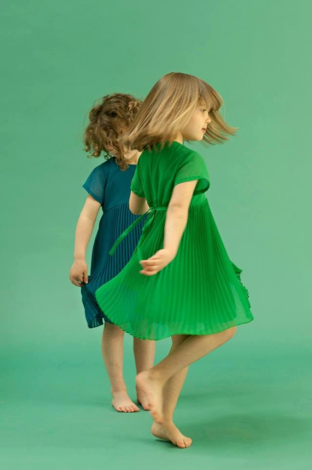 this reminds me of my nieces.. one curlyheaded Ryliegh and little straighthaired Kiera :D