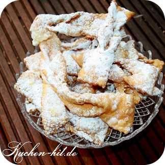 Faworki Rezept Faworki, oder zu deutsch auch Raderkuchen genannt, sind ein polnisches Schmalzgebäck, das vorwiegend in der Fastenzeit zubereitet wird. Die Teigschleifen werden aus Sahneteig hergestellt, dünn ausgerollt und in heißem Fett ausgebacken. Anschließend mit Puderzucker bestreut. Je dünner der Teig der Faworki ausgerollt wird, desto knuspriger werden diese. In der Friteuse habe ich max. …