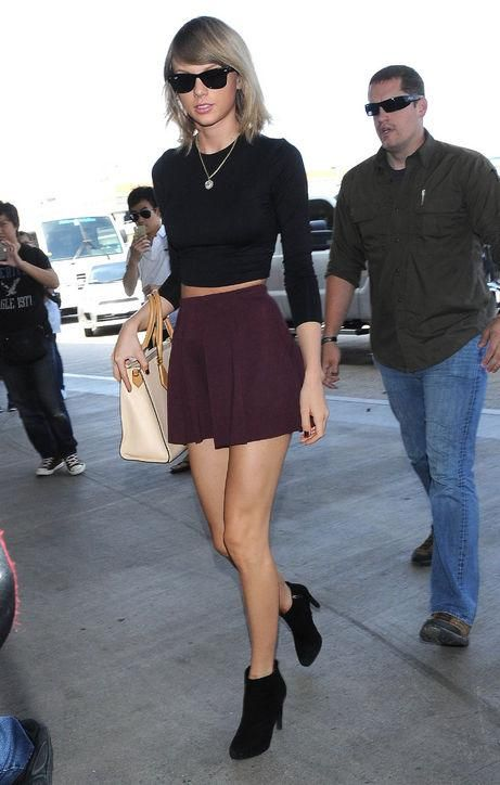 Taylor Swift, seen looking perfect in a miniskirt at the airport, has started giving out fashion advice