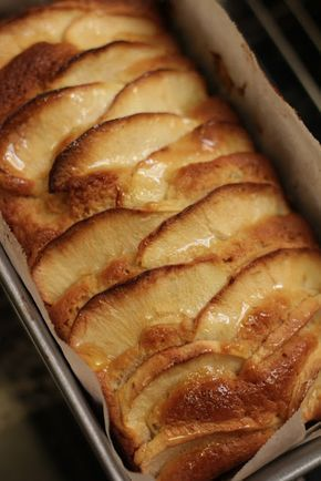 Bizcocho de manzanas Ingredientes: 75 g. mantequilla a temperatura ambiente 250 g. azúcar 2 huevos grandes a temperatura ambiente 1...