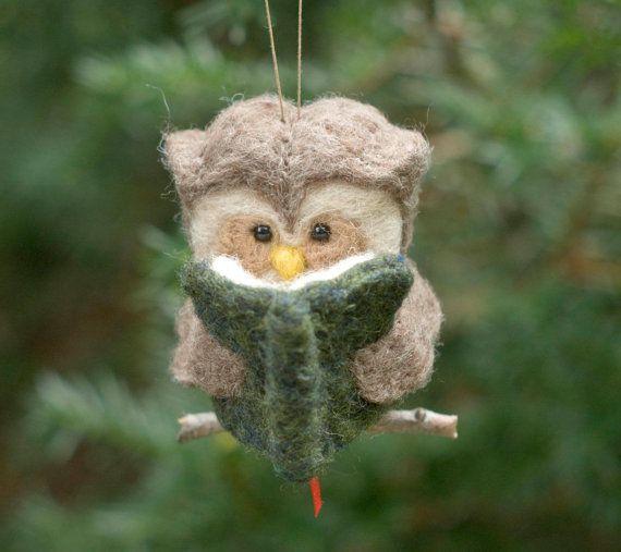Needle Felted Owl Ornament Reading por scratchcraft en Etsy