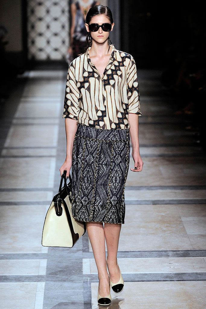 Earth tones Batik shirt & Ikat pencil skirt = perfection | Dries Van Noten - Spring 2010 Ready to Wear Collection (image from Style.com)