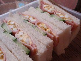 ham & egg sandwich ハム☆卵サンド 行楽のお弁当に! (white bread, ham, cucumber)