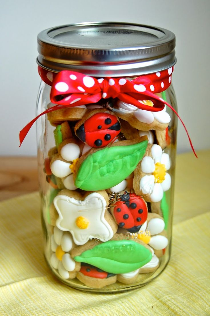 Mini Ladybug Cookies in a Jar - a perfect gift for Mother's Day or Teacher Appreciation Week