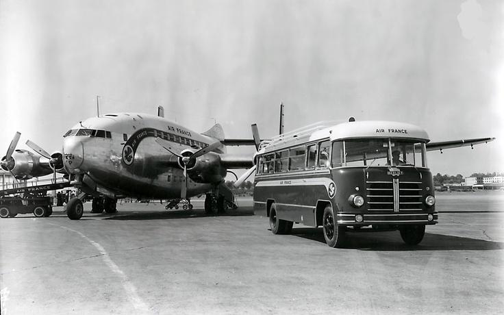 """Bréguet Deux-Ponts Br-763 """"Provence"""" & Car Berliet PLB Air France à l'aéroport de Marseille, 1954."""