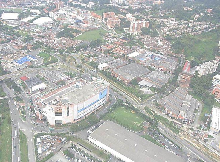 Mayorca Mayorca el Outlet es un proyecto de 255 locales comerciales que incluye  plazoleta de comidas, restaurantes de mantel y zona de juegos.   Por su excelente ubicación, es el único centro comercial cerca de los municipios de Sabaneta, Envigado, La Estrella, Itagüí, San Antonio de Prado, Caldas y Medellín, que hacen parte del área metropolitana.