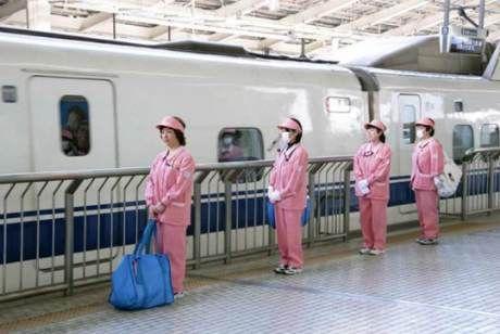 Những 'thiên thần' trên tàu cao tốc Shinkansen.