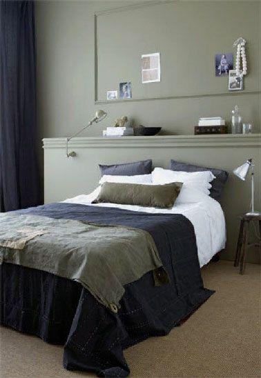 La tête de lit avec des rangements c'est le coup de coeur pour y poser livres, lampes de chevet, vase, bougies  d'ambiance, coffret à bijoux. Pour la mise en oeuvre de la tête de lit, il suffit de fabriquer un coffrage bois recouvert de contreplaqué fin et d'un coup de peinture soit de la même couleur que le mur, soit dans un ton plus clair ou plus foncé  pour créer un dégradé de couleur. Pour donner un peu plus de style, le haut de la tête de lit peut être décorée d'une baguette moulurée…