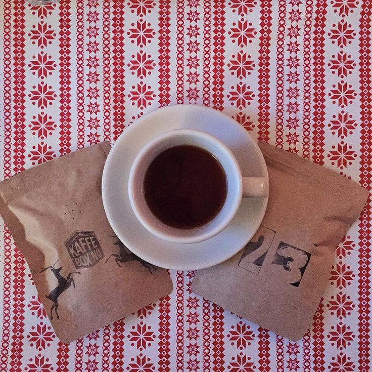 Specialty Coffee Advent Calendar (by @kaffebox)  Dec 23  Busy days before Christmas Eve with La Esperanza Guatemala by @damatteo with notes of chocolate and plum very balanced. The perfect coffee for those days.  #kaffebox #kaffeboxjul #25cupsofchristmas #specialtycoffeeadventcalendar #damatteo by lastguest_hh