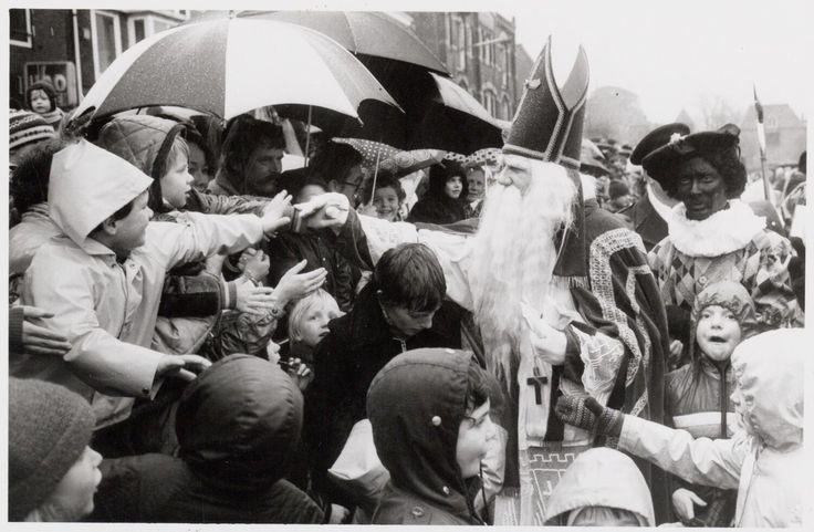 Sinterklaas En Piet 1981, http://culturepics.org/on-this-day/index.php?year=1981&month=11&day=&source=europeana#