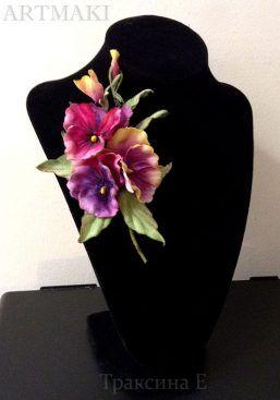 Галерея ученических работ! Текущие работы месяца апреля в студии «ARTMAKI». Кожаные цветы. Камелия «Лори» — бутоньерка.