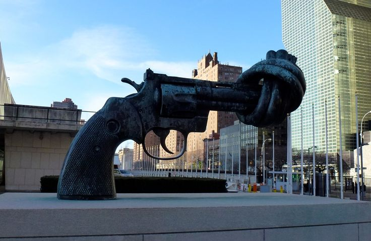 Non-Violence Sculpture - New York, USA ... Find more pictures http://666travel.com/non-violence-sculpture-new-york-usa/