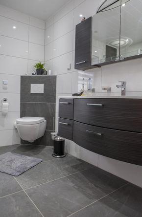 Schräg angebrachtes WC – praktisch und elegant