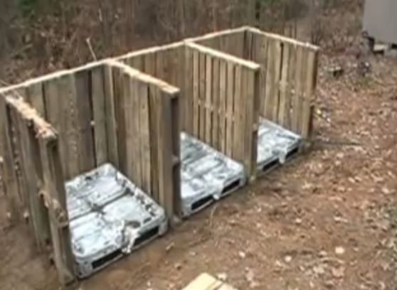 How To Make A Compost Bin Out Of Pallets...http://homestead-and-survival.com/how-to-make-a-compost-bin-out-of-pallets/