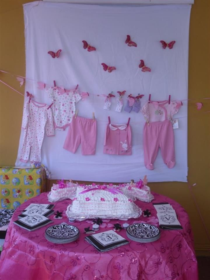 Baby girl shower decorations clothes line clotheslines and girls - Decoration baby shower fait maison ...