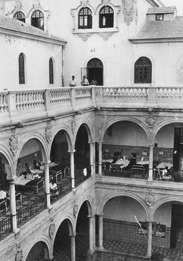 1937-1938. Hospital de las Brigadas Internacionales en Murcia. (Es el claustro de la Merced de la Universidad)