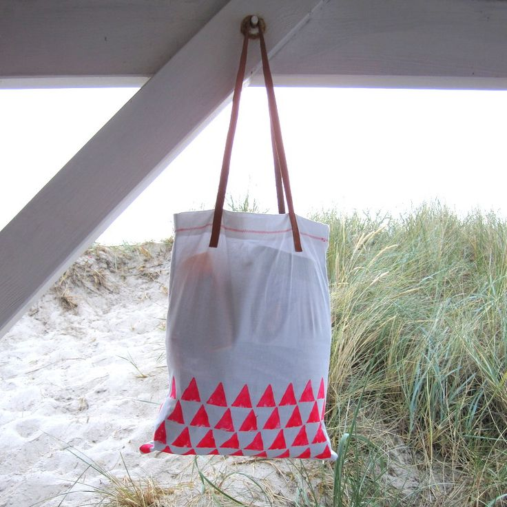 DIY beach tote bag. inexpensive & you can create your own pattern.