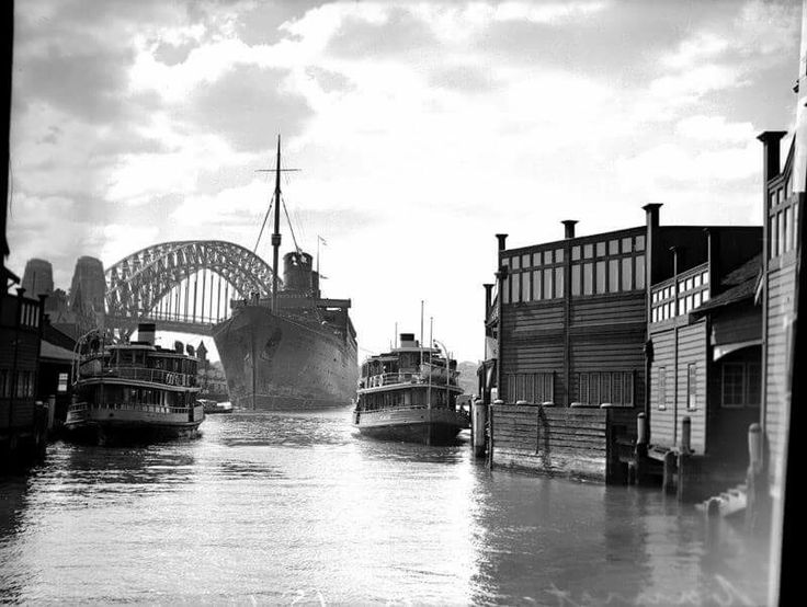 The arrival of the RMS Mauretania in Sydney on 15 April 1940.    •Fairfax Archives•