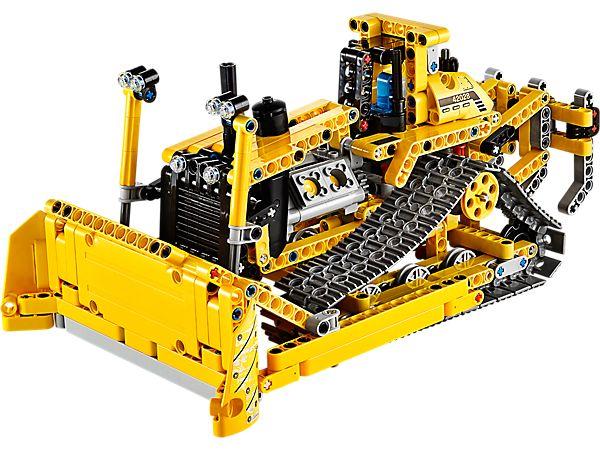 Fonce dans les chantiers à bord de ce puissant véhicule 2-en-1 !