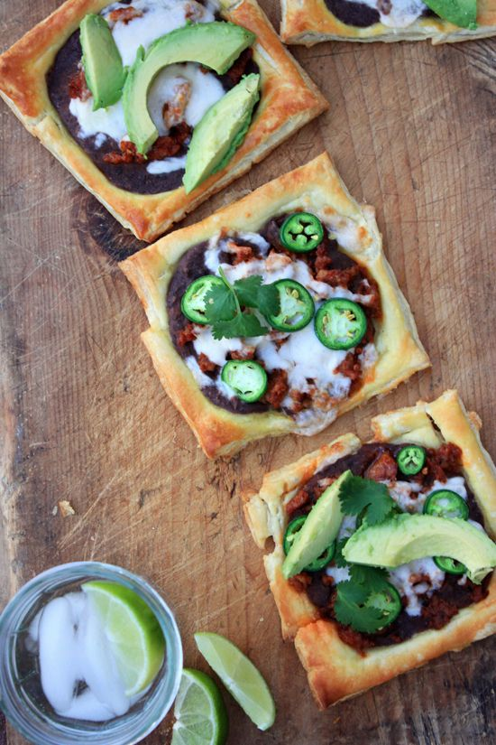 Queso Fundido Mexican-Style Pizza: Mexicans Pizza Avocado, Mexicans Pizzas, Mexicans Style Pizza, Mexicans Food, Fundido Mexicans Style, Queso Fundido Mexicans Pizza 1, Im A Foodies, Foods Avocadodream, Mexicans Styl Pizza