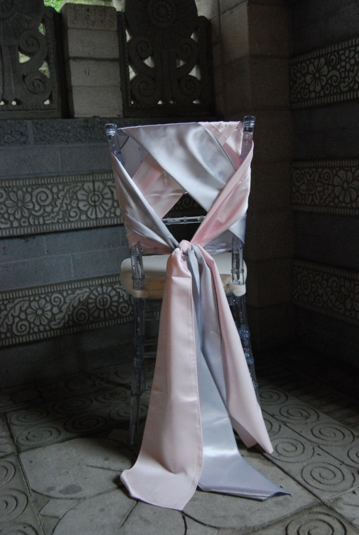 An alternative to smaller ribbon...maybe for the sweetheart table?