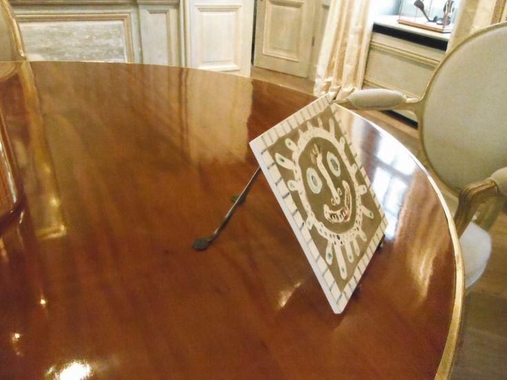 Bordenhouders in smeedbrons voor ceramic Pablo Picasso www.art-fix.be