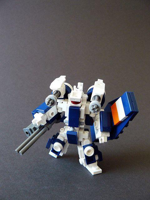 """""""Lego Mech"""" avessi avuto da bambino dei mech di lego del genere sarei stato il bimbo più felice del mondo ;_;"""