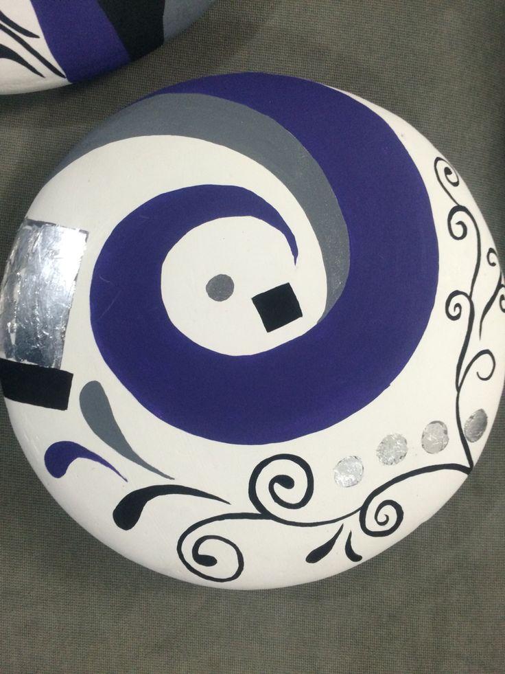 Plato de ceramica , elaborado con pinturas acrilicas, y hoja de plata