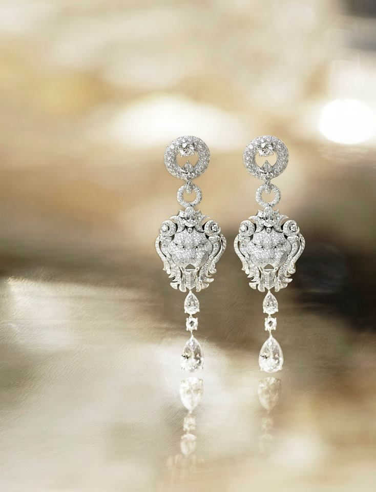 Here is a pair of elegant earrings from Chanel's latest Sous le Signe du Lion collection - a sophisticated adornment sure to stand out in the crowd.