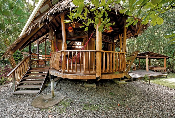 Natural and Eco-friendly Tree Houses For Rent in Costa Rica | http://www.designrulz.com/design/2015/01/natural-eco-friendly-tree-houses-costa-rica/