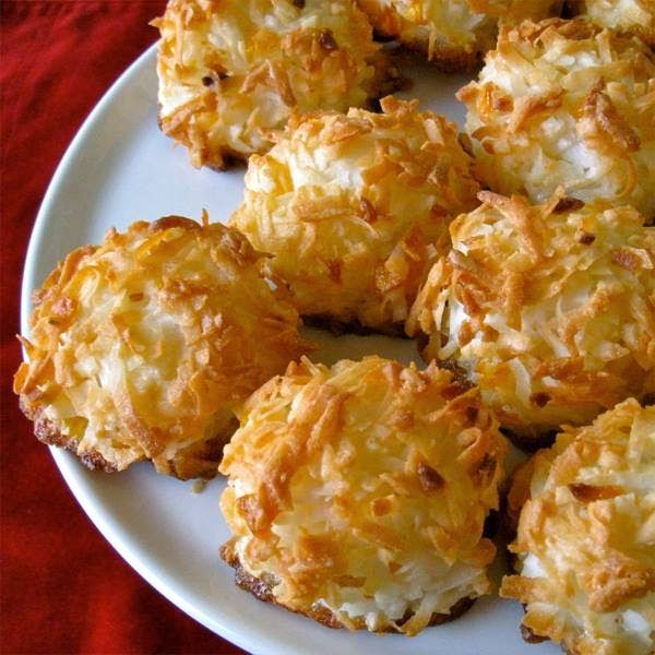 عالم الطبخ والجمال: حلويات شرقية -- بسكوت جوز الهند ( شكلمة )