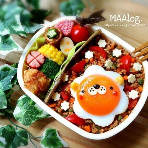 日本人のごはん/お弁当 Japanese meals/Bento 目玉焼きライオンくん乗っけ タコライス風弁当 :D