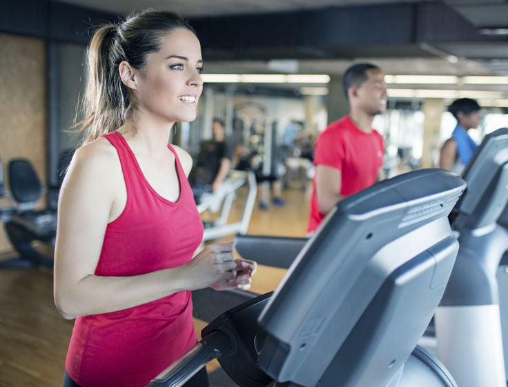 Pour gagner en endurance et se sculpter une jolie silhouette, la course à pied est l'exercice idéal. L'avantage des tapis, c'est qu'on peut courir même...