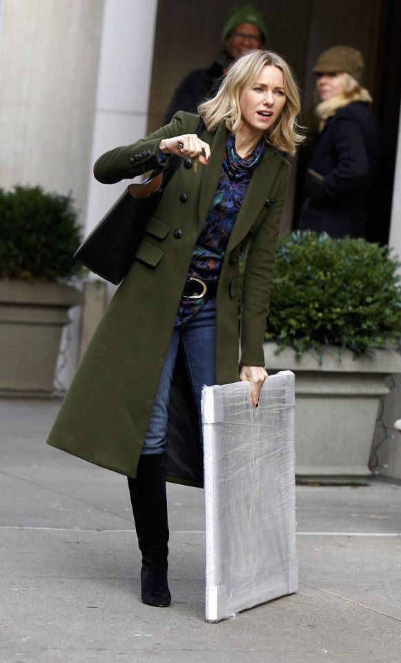 "Naomi Watts films ""Gypsy"" while handling some artwork on the streets of New York."
