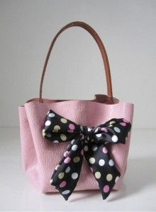 How to Make Handbag without Sewing - this would actually make an adorable small-size diaper bag, for when I don't want to lug around the big one