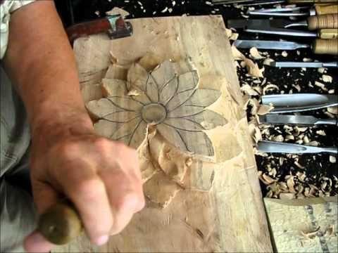 A completamento del filmato leggere l'articolo al link: http://www.intaglioescultura.it/ - i miei appunti di scultura - Ricciolo artigianale con foglia utili...