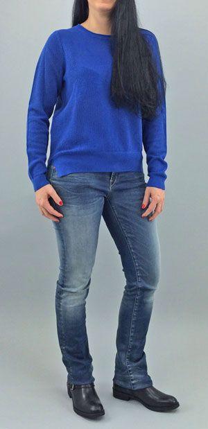 So Blue - Der royalblaue Pullover von BOSS ORANGE ist in trendiger Netzoptik gestrickt. Hinten etwas länger und mit seitlichen Schlitzen unterstützt er die Lässigkeit der Vintage Jeans von REPLAY. Diese ist in der neuen HYPERFLEX Verarbeitung gefertigt, die sich jeder kleinsten Bewegung perfekt anpasst und bequemstes Tragegefühl erzeugt. Coole Bikerboots von MARC O`POLO runden das Outfit ab.