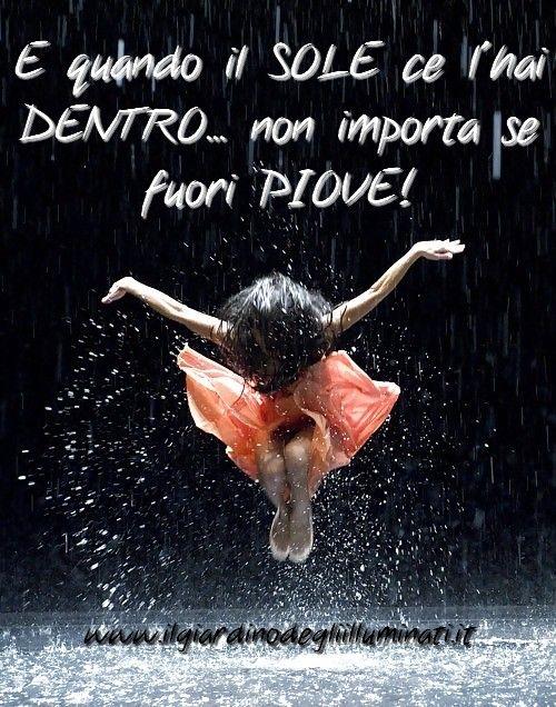 E quando il Sole ce l'hai dentro... non importa se fuori piove!  #frasi #citazioni #aforismi
