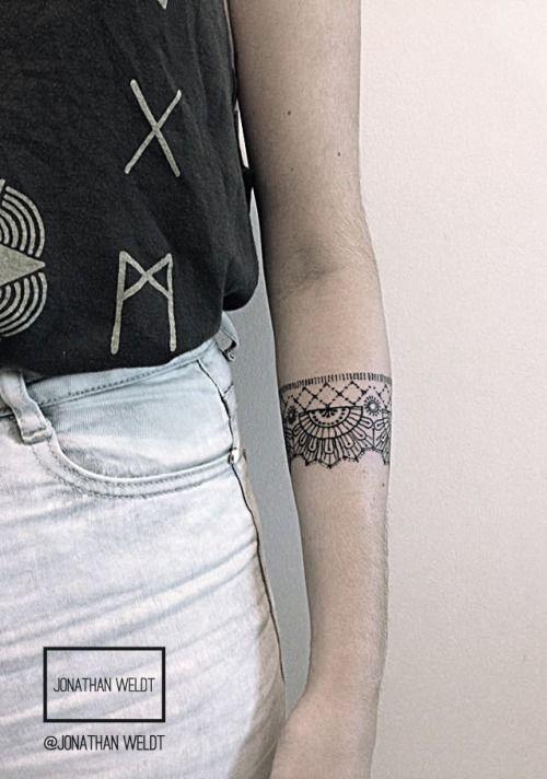 Minha tatuagem inspirada no pique, que é o desenho a ser seguido para fazer a renda de bilro. Feita por Jonathan Weldt