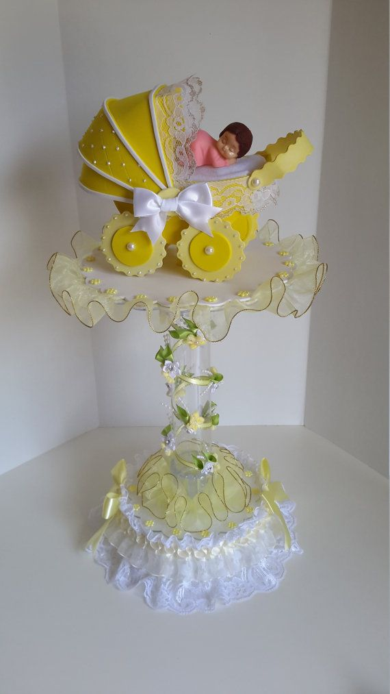 Amarillo centro de mesa para baby shower por DistinctionAndDetail