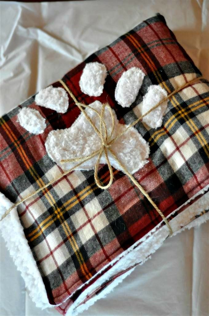 Flannels and soft faux fur. Baby boy blankie for One of Ps teachers. Love the raffia too :)